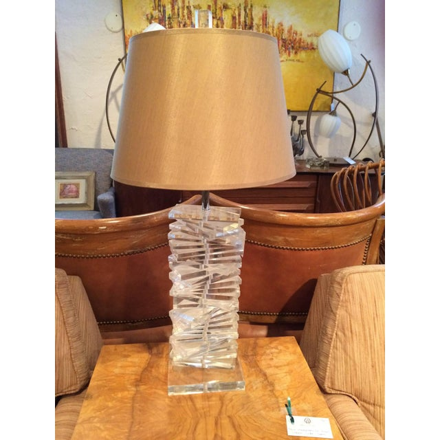 Hollywood Regency Sculptural Helix Lucite Lamp For Sale - Image 10 of 11