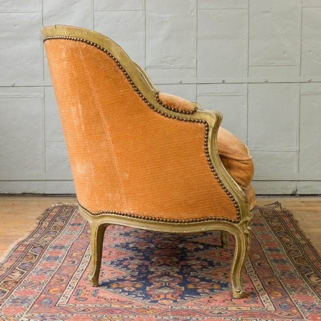 Small French Louis XV Style Settee in Pale Apricot Velvet For Sale In New York - Image 6 of 11