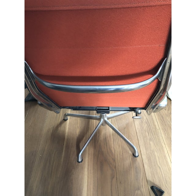 Mid-Century Modern Eames Aluminum Authentic Herman Miller Lounge Chair For Sale - Image 3 of 7