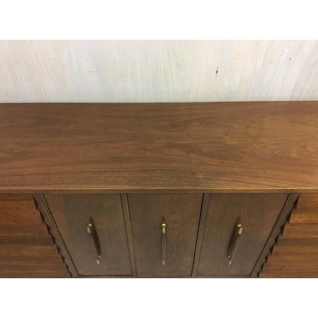 Dania Lowboy Dresser for American of Martinsville by Merton Gershun For Sale In Boston - Image 6 of 7
