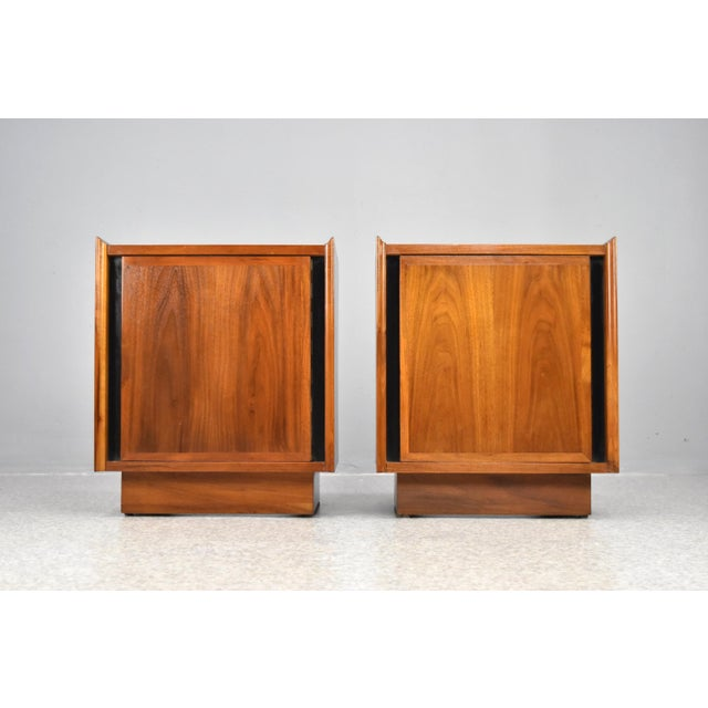 Gorgeous pair of mid-century modern nightstands in oiled walnut by Dillingham Furniture, C1960s. Scandinavian inspired...