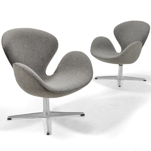 Arne Jacobsen Pair of Swan Chairs by Fritz Hansen For Sale - Image 11 of 11