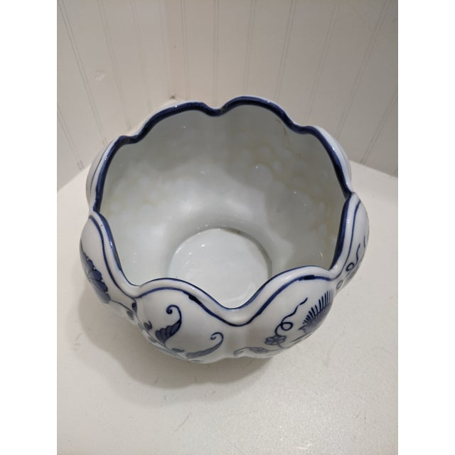 Seymour Mann Asian Blue & White Floral Scalloped Porcelain Bowl For Sale - Image 4 of 6