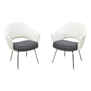 Mid-Century Modern Eero Saarinen for Knoll White Executive Arm Chairs - a Pair For Sale