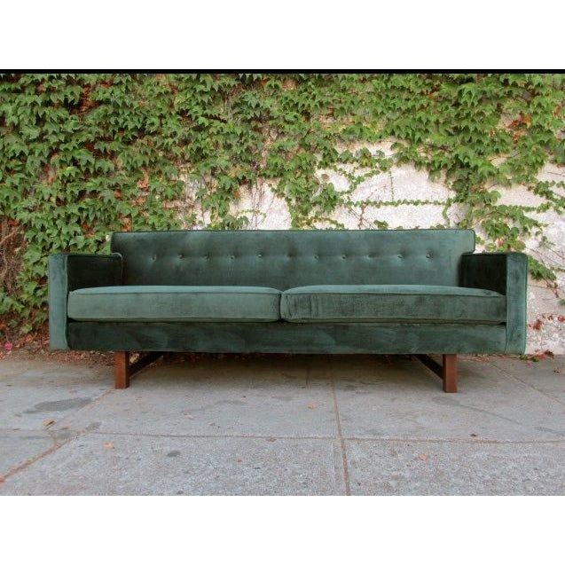 We are green with envy for this amazing Mid-Century style sofa in green velvet. Comfy and sleek. Fantastic sleek design....