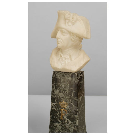 Neoclassical Pair of 19th C. Continental Alabaster Busts of Napoleon & Frederick the Great For Sale - Image 3 of 4