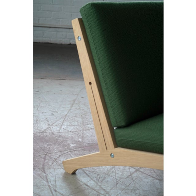Hans Wegner Easy Chair Model GE370 for GETAMA, 1960s For Sale - Image 9 of 10