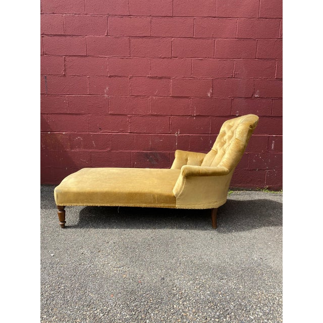 French Napoleon III Chaise Longue in Gold Velvet For Sale In New York - Image 6 of 13