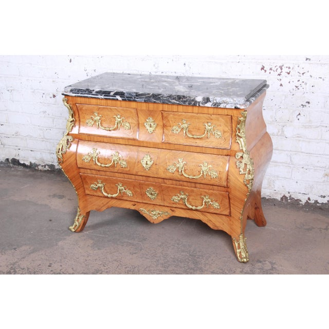 French French Louis XV Style Inlaid Mahogany Marble Top Bombay Chest For Sale - Image 3 of 13