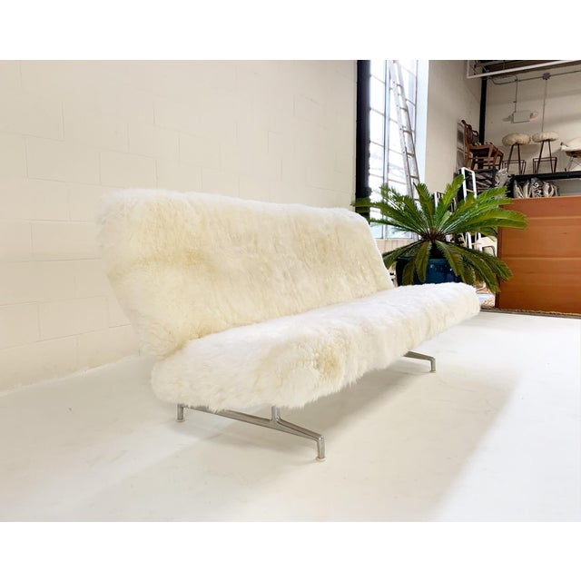 Charles and Ray Eames Charles and Ray Eames for Herman Miller Model 3473 Sofa, Restored in Brazilian Sheepskin For Sale - Image 4 of 10