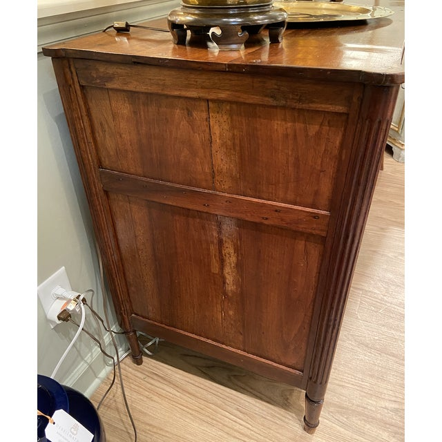 19th Century French Walnut Five Drawer Commode For Sale In Nashville - Image 6 of 11