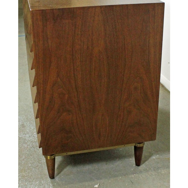 American of Martinsville Mid-Century Modern American of Martinsville Merton Gershun Louvre Bachelor Chest For Sale - Image 4 of 12
