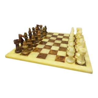 1960s Italian Chess Set in Volterra Alabaster Handmade For Sale
