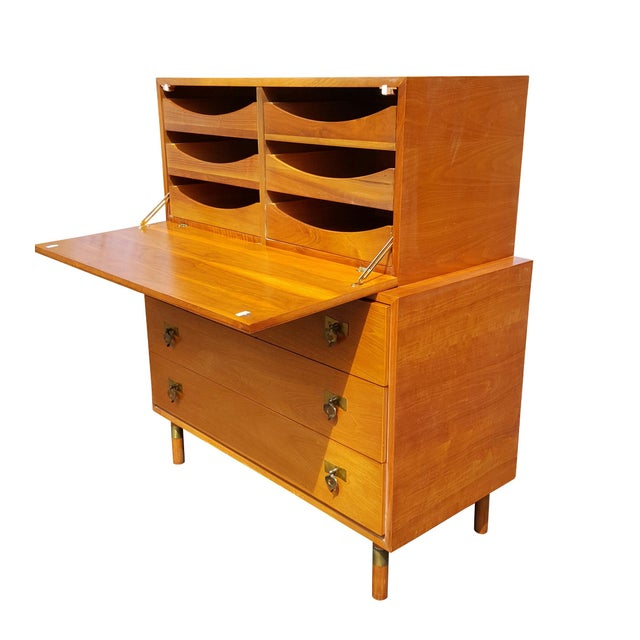 Mid-Century Modern 1960's Red Lion Mid-Century Modern Dresser For Sale - Image 3 of 10