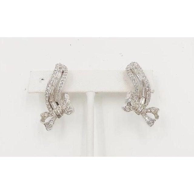 Kramer 1950s Kramer Rhodium Plated Rhinestone Bow Earrings For Sale - Image 4 of 8