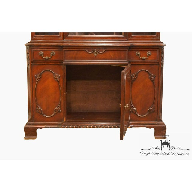 Bernhardt 20th Century Traditional Bernhardt Furniture Duncan Phyfe Mahogany China Cabinet For Sale - Image 4 of 11