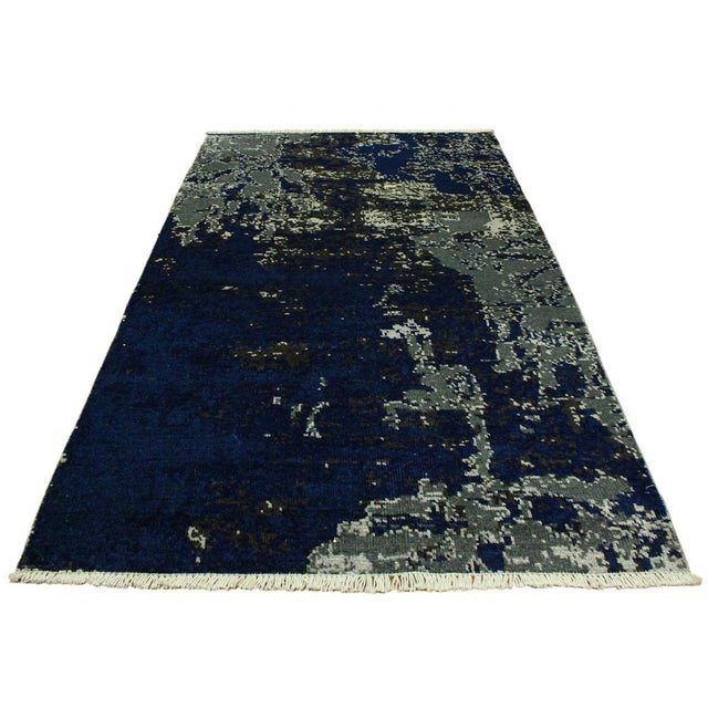 Mesmerizing abstract rug made in a modern contemporary design with a beautiful color pallet in an allover intricate design...