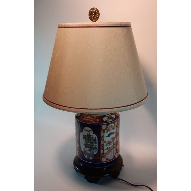 Asian Japanese Imari Ginger Jar Lamp & Silk Shade For Sale - Image 3 of 9