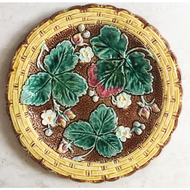 Victorian 19th Century Majolica Strawberry Plate Wedgwood For Sale - Image 3 of 7