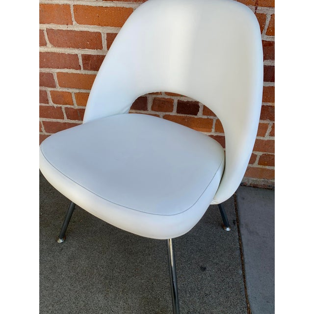 Metal Knoll Saarninen White Executive Chairs- A Pair For Sale - Image 7 of 12