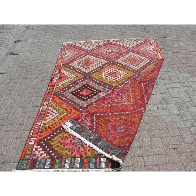 Vintage Turkish Kilim Rug - 5′5″ × 9′5″ For Sale - Image 11 of 11