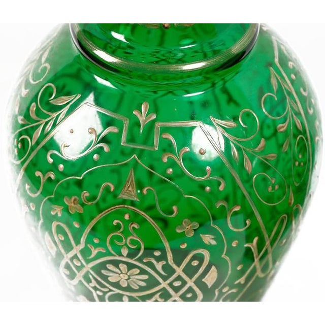 Pair of 1920s Tall Hand-Painted Parcel-Gilt Emerald Green Glass Decanters For Sale - Image 4 of 7
