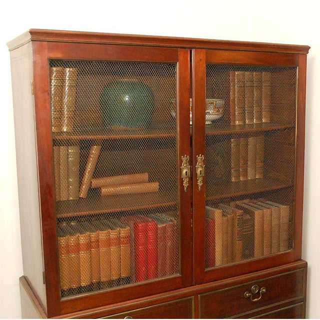 Early 19th Century English Traditional Mahogany Bookcase For Sale In Los Angeles - Image 6 of 13
