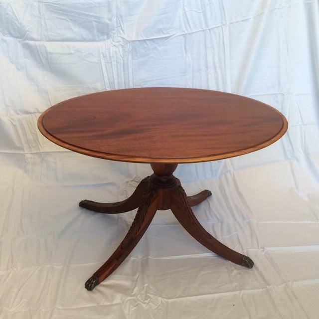 Oval Pedestal Coffee Table: Mahogany Oval Pedestal Based Coffee Table