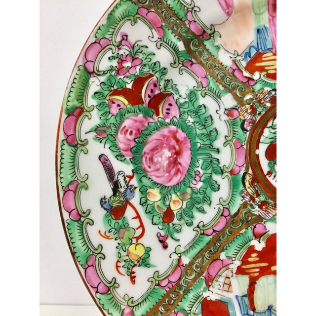 Asian 1930s Vintage Hand-Painted Chinese Decorative Plate For Sale - Image 3 of 9