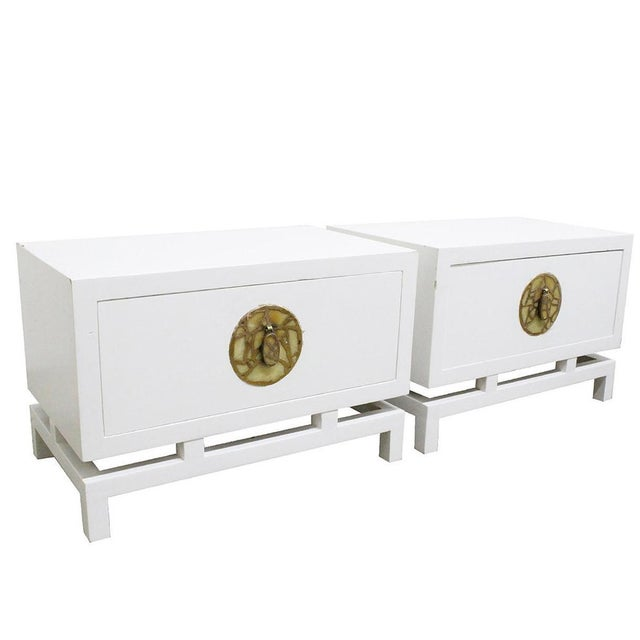 White Pair of Lacquered Nightstands/Side Tables by Frank Kyle, Pepe Mendoza Hardware For Sale - Image 8 of 8