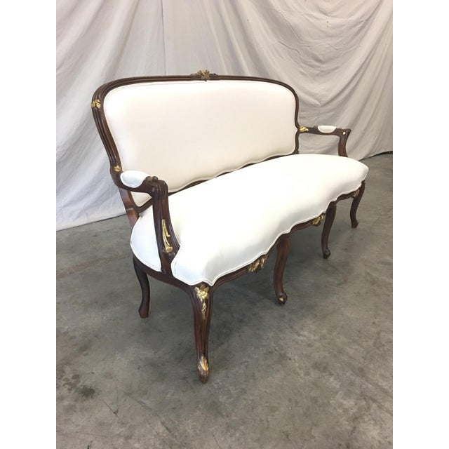Early 20th Century 1900's French Louis XV Style Settee With Linen Upholstery For Sale - Image 5 of 13