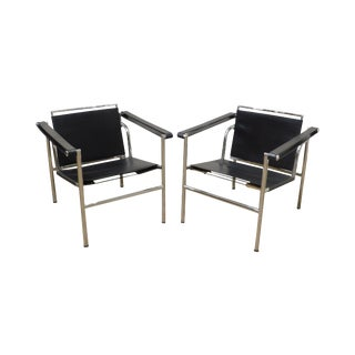 Le Corbusier Style Mid Century Modern Black Leather & Tubular Chrome Pair Armchairs For Sale