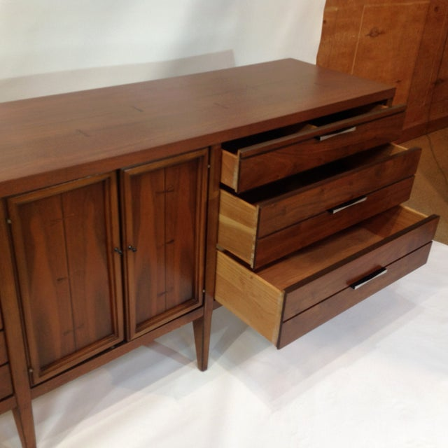 "Lane ""Tuxedo"" Mid-Century 1963 Walnut Dresser For Sale - Image 5 of 8"