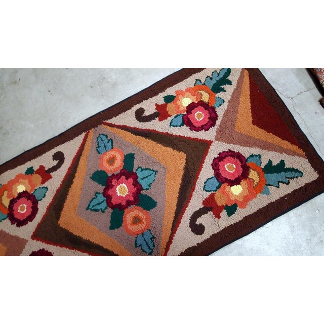 Textile 1930s Handmade Antique American Hooked Rug 2.6' X 4.6' For Sale - Image 7 of 9