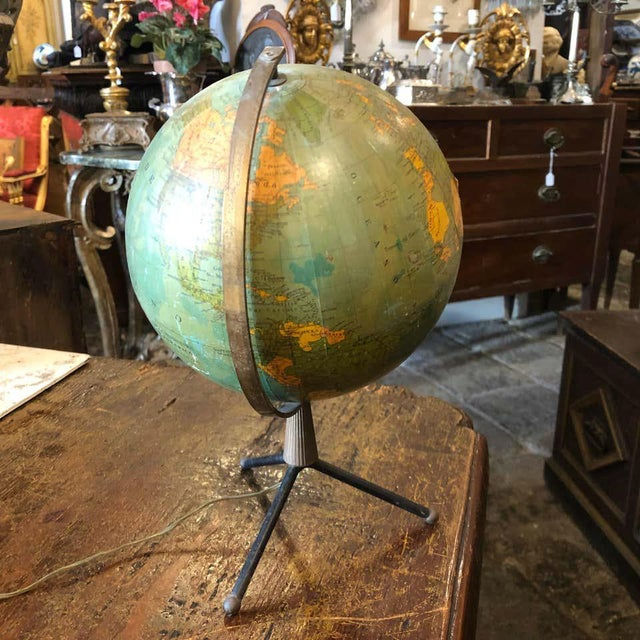 Metal 1950s Italian Mid-Century Modern Brass and Bakelite Globe Table Lamp For Sale - Image 7 of 13