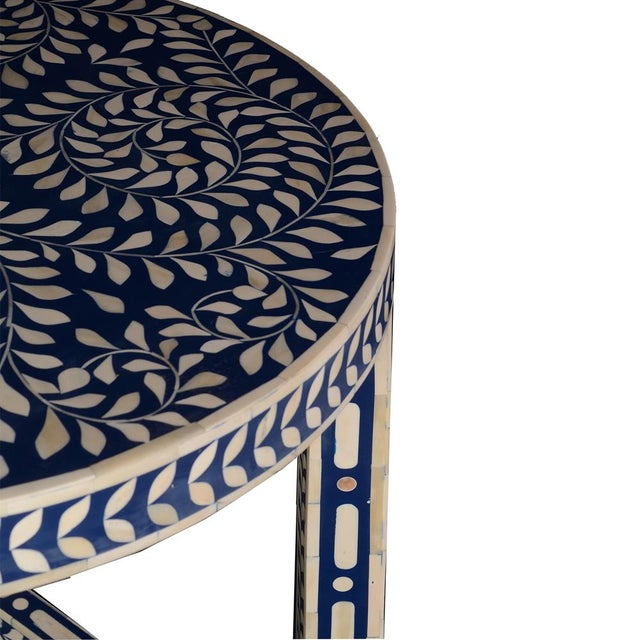 Contemporary Imperial Beauty Round Table Foyer in Indigo/White For Sale - Image 3 of 6