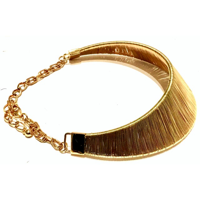 1980's Modernist Napier Style Gold Plate Wire Collar Choker Necklace For Sale - Image 4 of 10