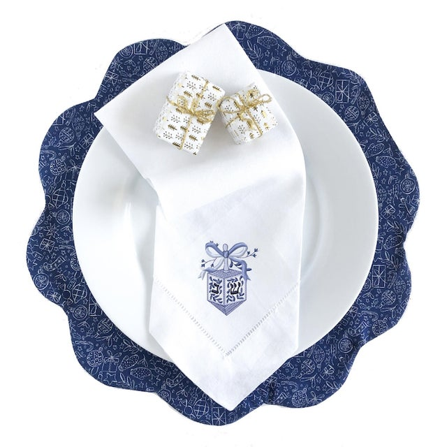Traditional Embroidered Chinoiserie Dreidel Dinner Napkins - Set of 4 For Sale - Image 3 of 4