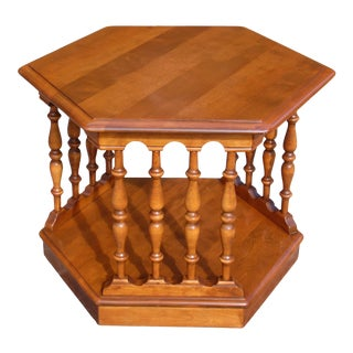 Vintage Ethan Allen American Traditional Maple Hexagon Side End Accent Table For Sale