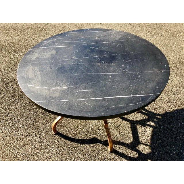 1960s Vintage French Hollywood Regency Gilt Wrought Iron Marble Top Coffee Table For Sale In New York - Image 6 of 12
