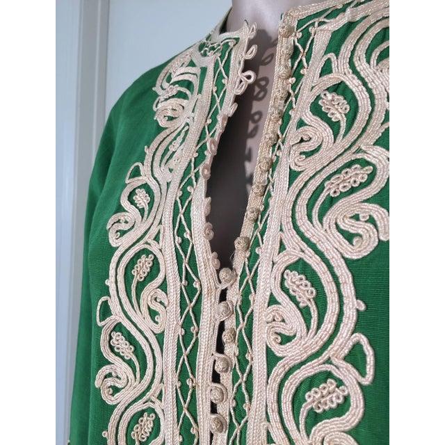 Silk Moroccan Caftan Emerald Green Silk Kaftan Size S to M For Sale - Image 7 of 10
