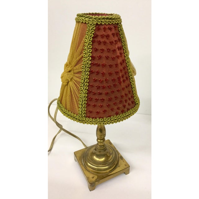 A lovely little pair of vintage lamps with delicate shades. The colors are so pretty with the Bordeaux and golden colors...