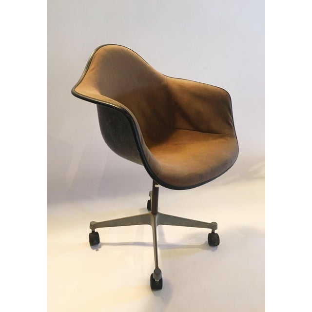 Herman Miller Brown Shell Chair on Wheels - Image 4 of 6