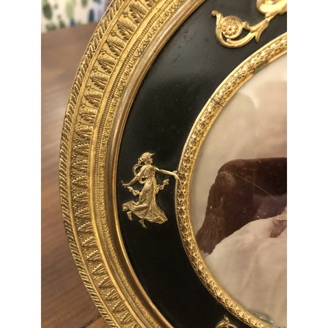 French Empire Antique Patinated Bronze Round Picture Frame For Sale In Philadelphia - Image 6 of 10