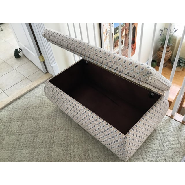 1990s Vintage Cox Large Bombay Style Storage Ottoman For Sale In New York - Image 6 of 7