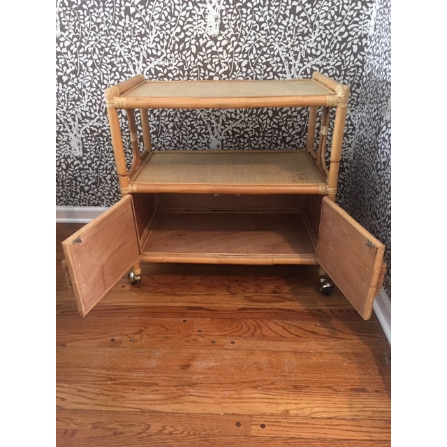 1970s Hollywood Regency Rattan Tiered Bar Cart on Brass Castors For Sale - Image 4 of 8