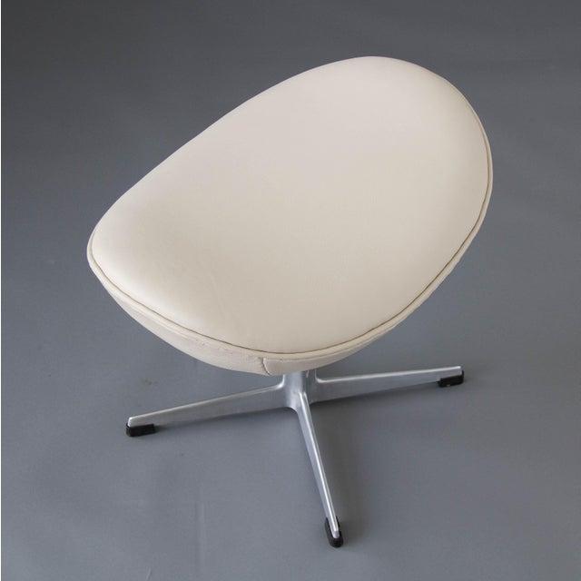 Arne Jacobsen Egg Chair & Ottoman - Image 10 of 11