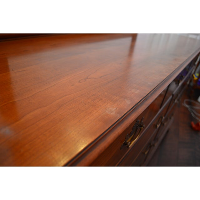 Glass 1950s Traditional Kindel Grand Rapids 9 Drawer Dresser With Attached Mirror For Sale - Image 7 of 13