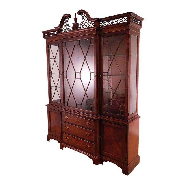 """Lexington """"The Palmer Home Collection"""" Large Mahogany Chippendale Style Breakfront For Sale"""