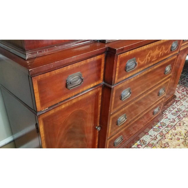 Very Good 1940s Inlaid & Banded Mahogany Living Room Breakfront China Cabinet For Sale - Image 9 of 11